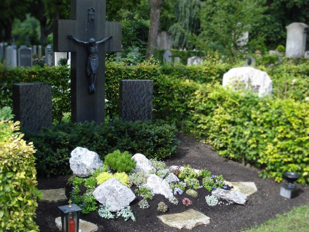 Sonder Grabanlage-Formen Gestaltungmöglichkeiten Grabpflege Brumm
