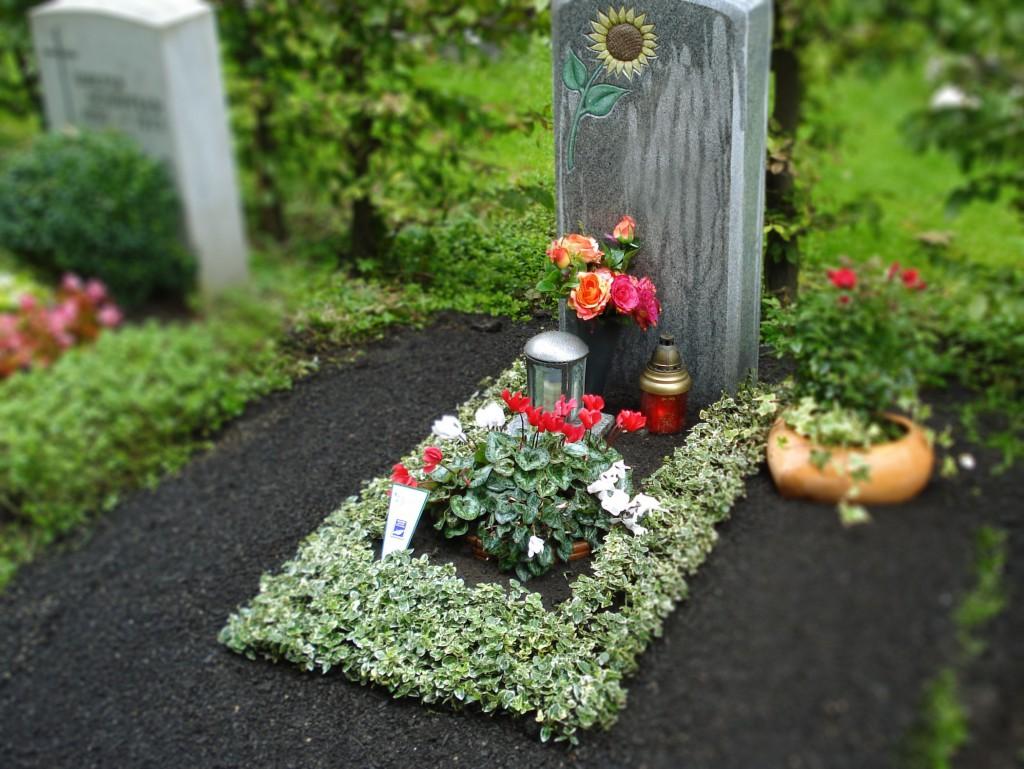 Gründeckengestaltung in verschiedenen Variationen Grabpflege Brumm München